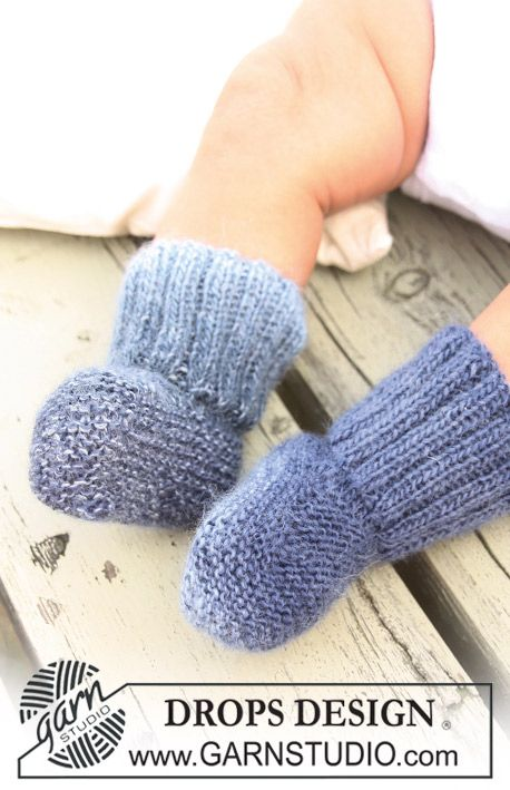 "Perfect baby sock or booties. I can see these in lots of fun yarns. #free #knitting #pattern Knitted DROPS socks in ""Delight""."