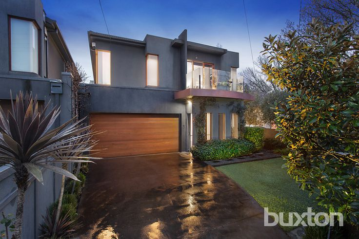 BRIGHTON EAST 5B Elizabeth Street  Easy Care Excellence with a Family Focus Enjoy lifestyle excellence with this impeccably presented 3-bedroom, 2.5-bathroom executive residence showcasing generous family proportions and sunlit al fresco style.  #sold #propertiessold #brighton #victoria #australia #buxton