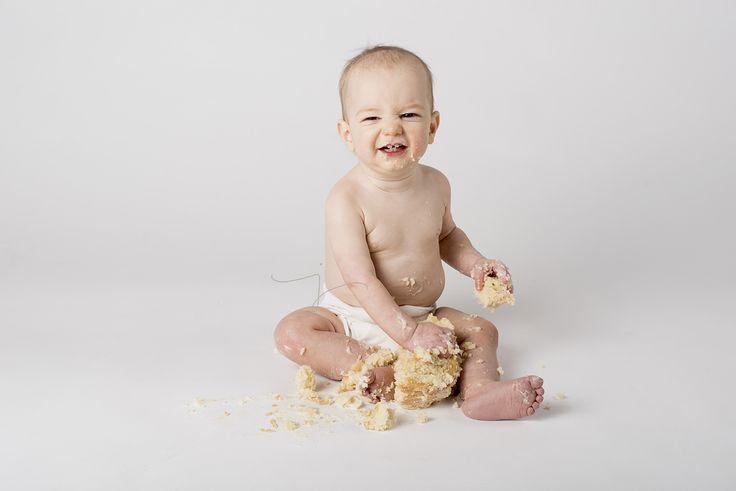 Cake smash!   Jewel Images, Bend, Oregon Newborn Photographer Julia Kelleher