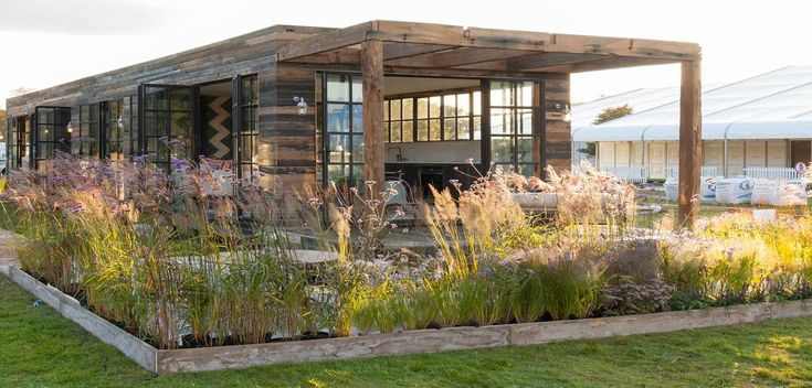 A major benefit of prefab homes is efficiency, starting from the speedy, precise construction process to the innovative green features readily built into the houses. Here's a closer look at five fab examples currently available for purchase.
