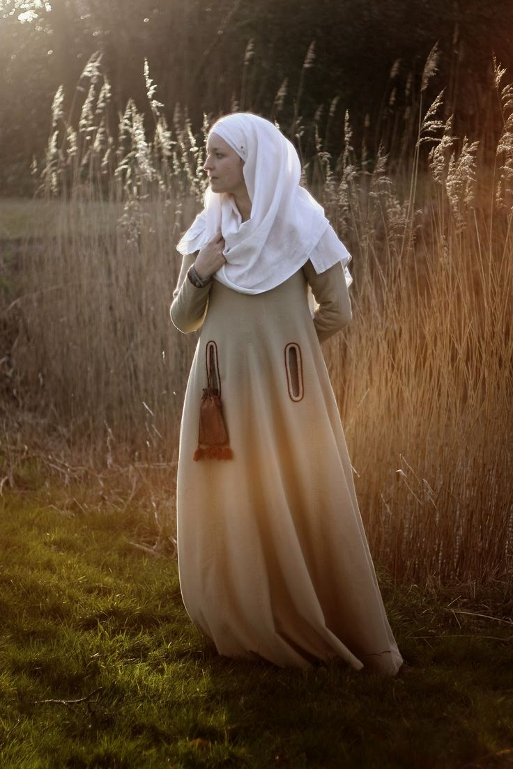 Medieval SIlkwork (Actually a medieval costume & sewing blog)