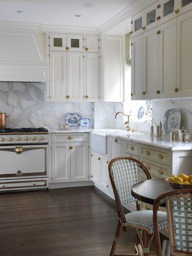 Best 25+ Classic White Kitchen Ideas On Pinterest | Wood Floor Kitchen, Classic  Kitchen Cabinets And Glass Cabinet Doors