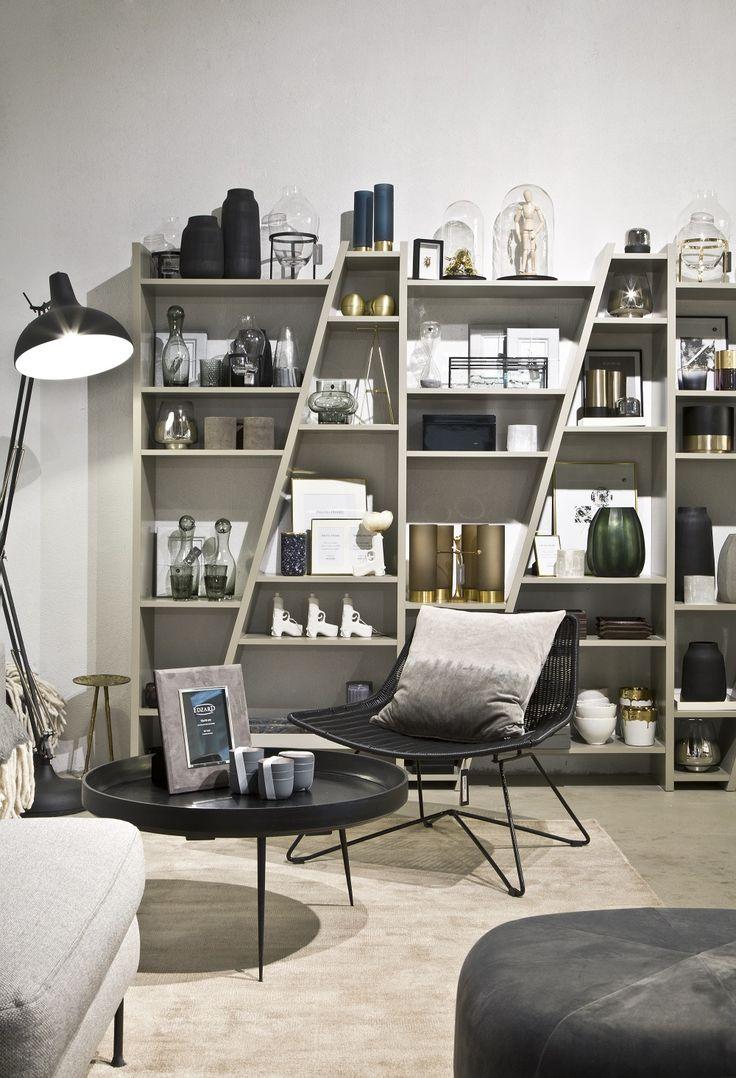 Easy MODERN! Reduzierte Farben und Formen im coolen Mix mit Ethno-Elementen. Ihr wollt genau das? Wir haben für Euch eine Auswahl mit unseren Favoriten zu diesem Style auf WestwingNow zusammengestellt! Hier findet Ihr garantiert Euer Lieblingsteil. // Grau Grey Deko Dekorieren Gestalten Einrichten Stuhl Kissen Kerze Vasen