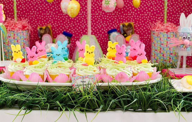 CupcakesBunny Cupcakes, Easter Parties, Birthday Parties, Birthday Cupcakes, Bunnies Cupcakes, Easter Party, Easter Cupcakes, Spring East, Peep Cupcakes