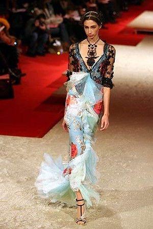 クリスチャン・ラクロワの絢爛豪華で非現実的なファッション - NAVER まとめ
