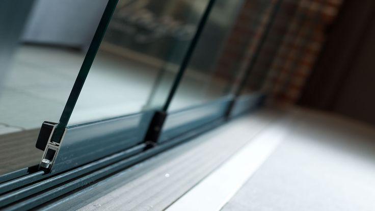 Glazen schuifwand voor onder terrasoverkapping / veranda