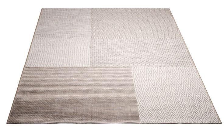 Viia-matto.  Valkoinen.  Helppohoitoinen kovaa kulutusta kestävä patchwork matto. Soveltuu niin sisä- kuin ulkotiloihin. Vesipestävä, pölyämätön, kevyt matto.
