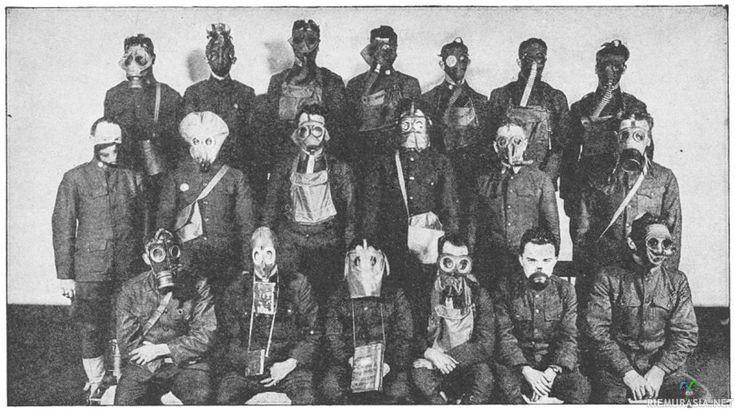 Alarivissä toisena oikealla bunkkereissa kauhua aiheuttanut Janne Kataja-malli