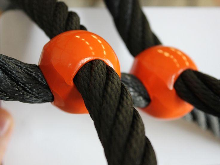 """HUCK """"SPIDER"""" Rope Net Pyramid, knot-connection of climbing net. HUCK """"SPIDER"""" Seilnetzpyramide, Knotenverbindung am Kletternetz."""