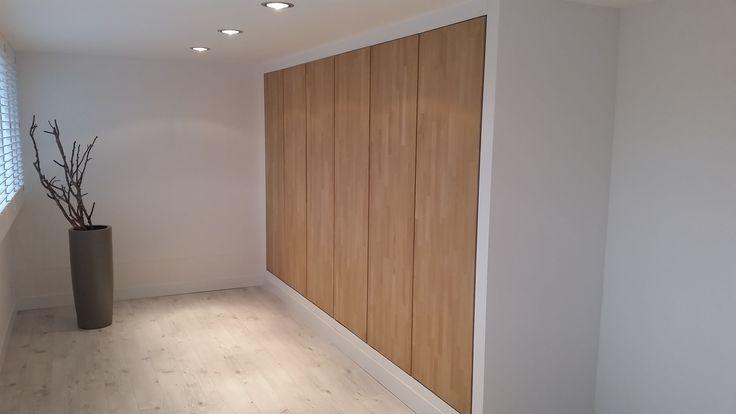 Duke's Woodworks » Strakke inbouwkast met eiken deuren