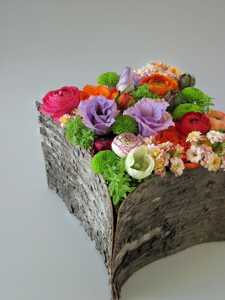 Description: Bark birch cube filled with seasonal flowers Enjoy our brand new e-shop! http://www.kokkinos-flowers.gr/eshop/