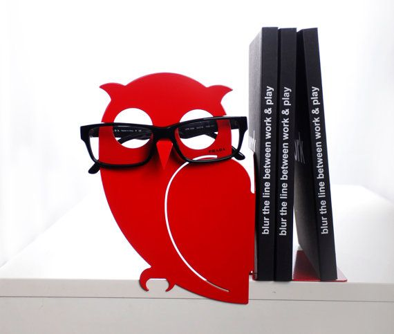 Introducing our newest item from Uligo: ZIGMOND - Red eyeglasses holder bookend.  This cool product will put an end to the endless search for your eyeglasses!  Check out more colors on Etsy https://www.etsy.com/il-en/shop/Uligo?section_id=15564505&ref=shopsection_leftnav_5