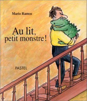 """Un papa essaie de coucher son """"petit monstre"""" récalcitrant, qui fait traîner les choses, réclame une histoire, a soif, saute sur son lit... Le petit lecteur s'identifie à ce """"petit monstre"""", représenté sous la forme d'une sorte de bébé crocodile rigolo."""