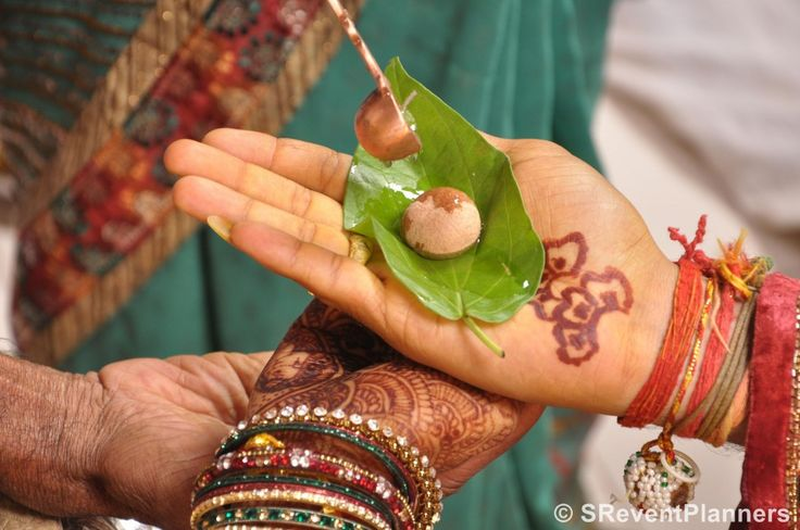 Hello Everyone Today we are covering Some of the important Gujarati wedding Rituals, This a first post on of the Series on Indian wedding Customs and rituals. Gujaraties are lively people, they celebrate all their festivals and functions with lot of splendor, colours, dance and dazzlingly decor.Gujaratiweddings are verycolorfuland vibrant. It is full of tradional…