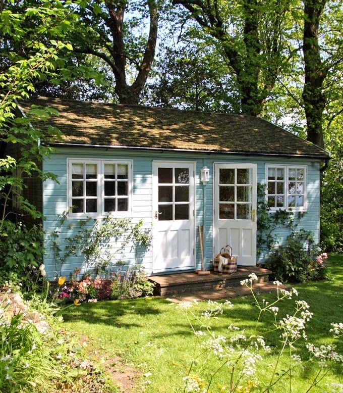 Cute rental cottage on the Isle of Wight - nice colours for a garden shed
