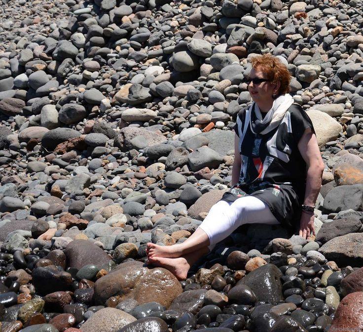 Wie ihr im letzten Beitrag schon lesen konntet verbrachten wir unseren Jahresurlaub auf Gran Canaria. Und meine weibliche Seite war natürlich dabei.  Frisch aufgebrezelt im Marmorbad Inges erster Tag unter spanischer Sonne fing schon beim Frühstück an. Das heißt schon lange vor dem Frühstück. Das MakeUp musste perfekt werden und so habe ich lange vor dem Spiegel gestanden. Letztendlich ist es aber mein übliches MakeUp. Eine Schicht Grundierung, Puder in zwei Farben, Lidstrich, Maskara in…