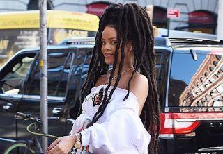 Planet Stars: Η Rihanna με ράστα μέχρι τον αστράγαλο Το νέο λουκ...