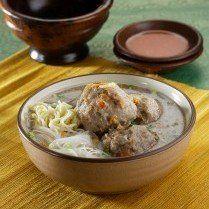 Bakso Mercon | Tren makanan pedas tampaknya sampai juga di Garut. Bakso pun dibuat dengan rasa pedas menggigit.