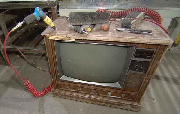 Un tesoro nelle TV degli anni 80 Come ormai dovreste sapere, quasi ogni oggetto che ha attraversato il decennio magico è potenzialmente una miniera d'oro: giocattoli, mobili, musicassette, elettrodomestici. Attenzione però a non far
