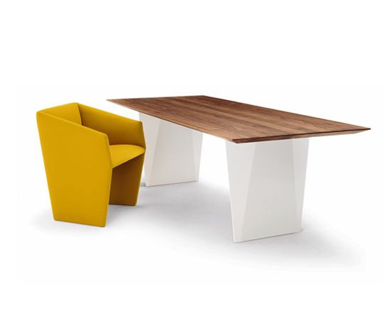 'Cuvert' chair and table