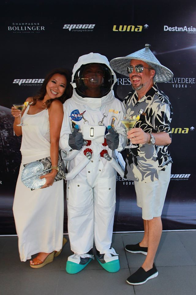 #Lunafriends #Spacechampagne&caviar #astronaut #cocktail #launch #party @ShierleyKoval @DesKoval  @Luna2 #friends #Seminyak #Bali