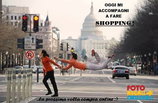 Lui.. lei... e lo shopping domenicale :)