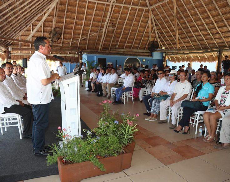 Cozumel, Quintana Roo a 25 de julio de 2017. - Se hará la presentación del plan de seguridad en Cozumel, donde se instalará arcos detectores de metales y la instalación de cámaras en las principales calles de la ciudad; lo que se hará en los demás municipios de manera simultánea, informó el gobernador Carlos Joaquín…