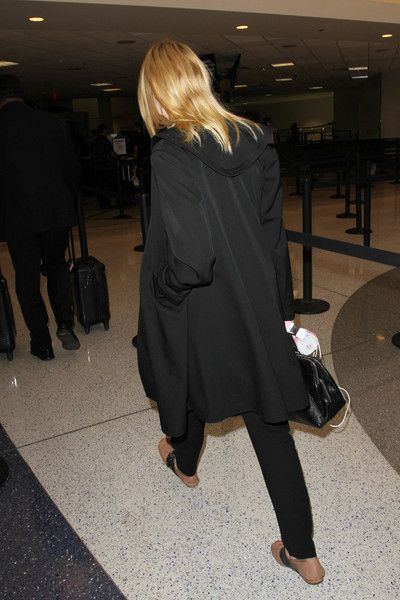 Elle Fanning Photos Photos - Elle Fanning is seen at LAX . - Elle Fanning at LAX
