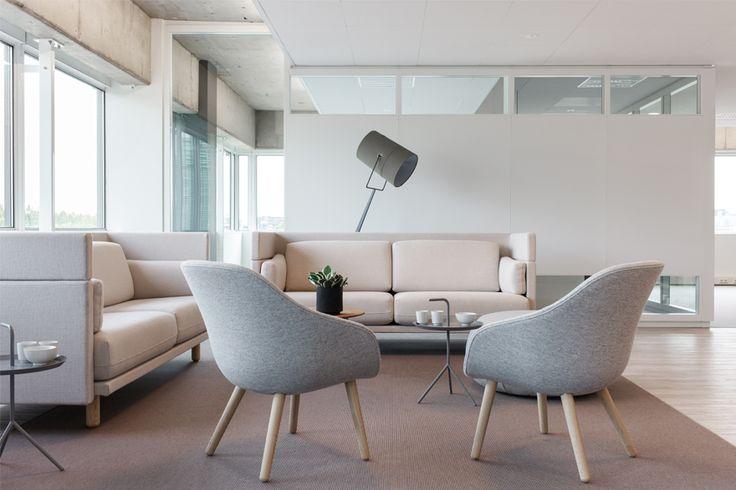 Bij dit project van D+Z Architecten+Projectmanagers is veel moois van Hay en Muuto toegepast. De Lounge stoel van Hay is ook te zien in de showroom van Houtmerk. www.houtmerk.nl