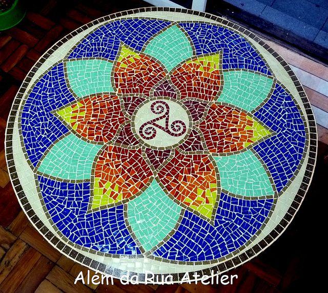 Mandala em mosaico #mosaic mosaic mandala flower