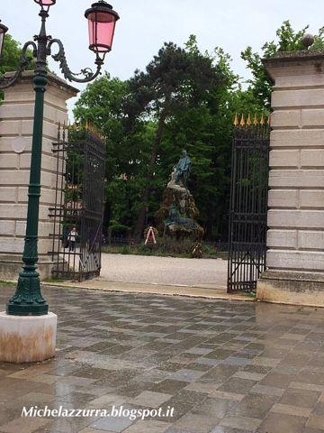 Perché la vita é un brivido che vola via.....: Leggende di Venezia: la statua di Garibaldi e del Garibaldino