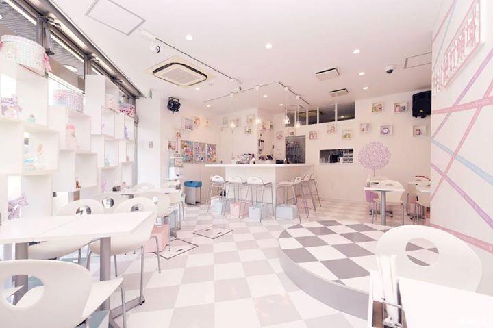 Pastel colored themed maid cafe sticking to kawaii and otaku culture!! #japankuru #maidcafe #akiba #akihabara #akibazettai #kawaii #otaku #Pastel #PastelColors #アキバ絶対 #アキバ絶対領域 #秋葉原 #メイド #メイドカフェ #かわいい #おたく