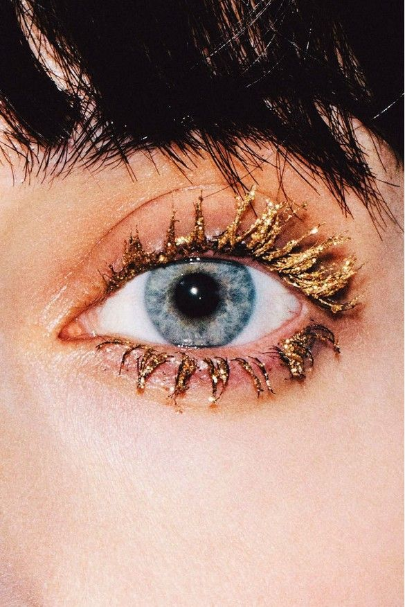 4 Statement Gold Eye Looks To Try Now -- glitter mascara #beauty #makeup
