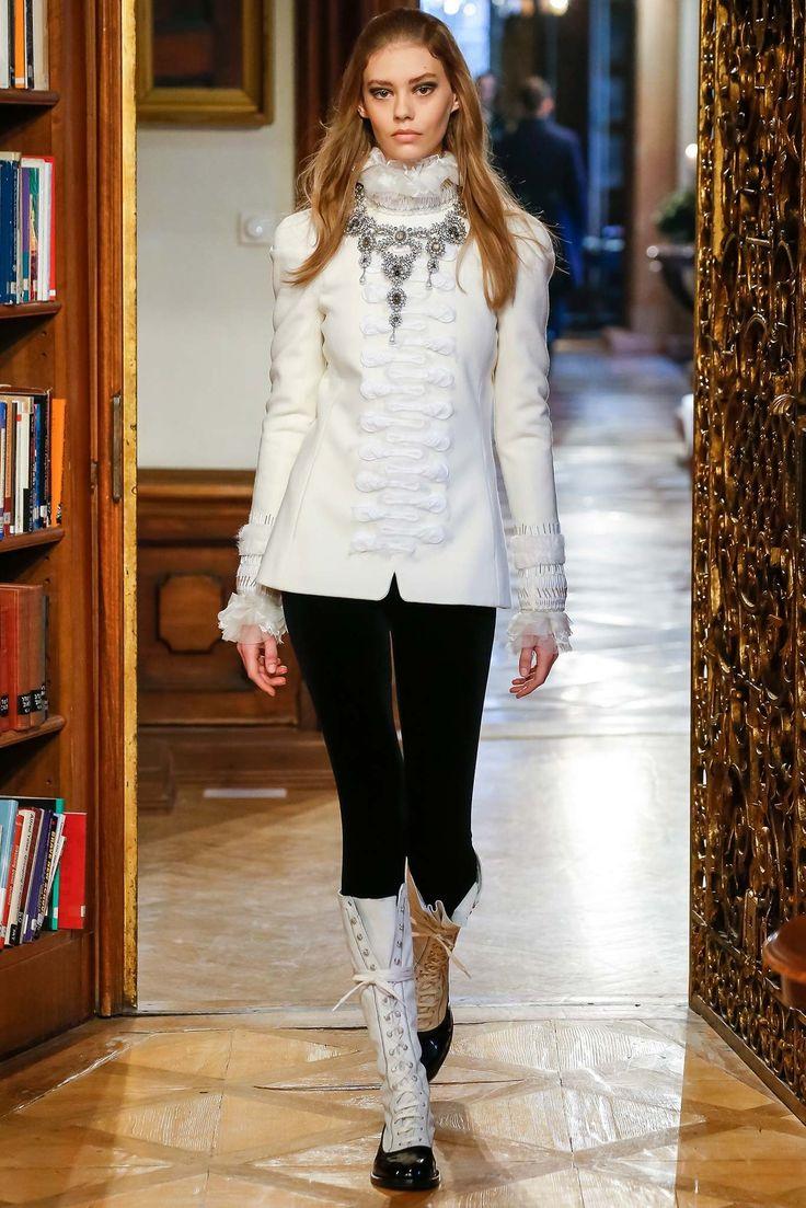 Chanel Pre-Fall 2015 Fashion Show - Ondria Hardin
