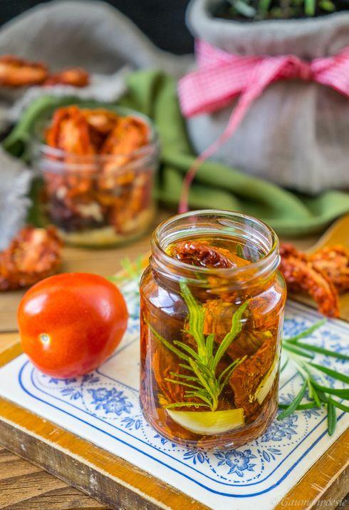 Pomodori secchi sott'olio. Eingelegte getrocknete Tomaten auf Vorrat. Wahnsinnig aromatisch und vielseitig einsetzbar.