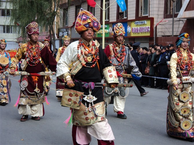 kangding guys Solitude & hell realms – kangding, garze region, west sichuan  kangding town square became a war zone  if the tea horse road guys could do it,.
