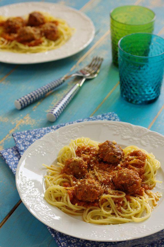 Receita de Almôndegas com Molho de Tomate e Esparguete feitos na Cuisine Companion do blogue Cinco Quartos de Laranja