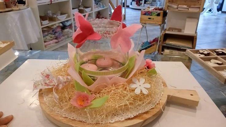 Realizzare un centrotavola per Pasqua, in modo semplice e veloce, riciclando cose che abbiamo in casa. Ecco qui un esempio per realizzarlo passo dopo passo