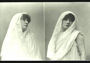 """Sarah Bernhardt : Phèdre dans """"Phèdre"""", tragédie de Racine. PhotographeNadar, Paul, 1893"""