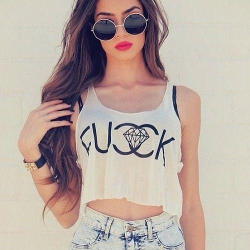 In aceasta imagine este un outfit de vara foarte interesant si fashion ;3