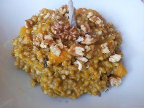 La ricetta del grano saraceno con zucca, noci e salvia per un primo piatto delizioso e vegan