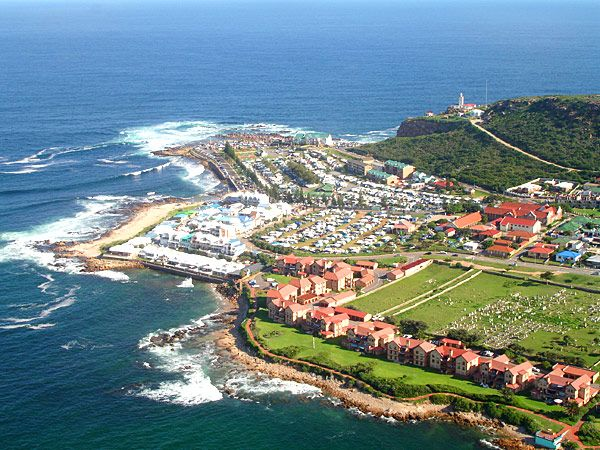 Luxury 4 star Mossel Bay accommodation - Aquamarine Guest House is an exclusive five (5) bedroom gem, with a fresh modern touch and beautiful ocean view.