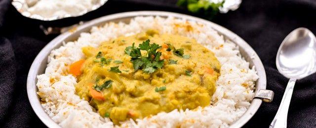 Curry vegetariano con yogurt colato