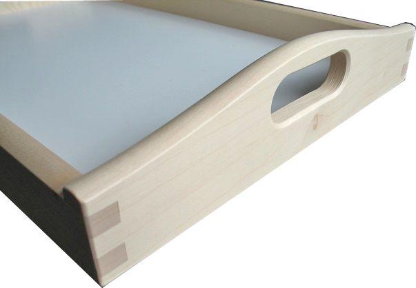 Dieses Serviertablett zeichnet sich durch hochwertige Verarbeitung aus und ist damit nicht nur praktisch, sondern sogar ein Schmuckteil für Ihre Küche!  Material: Ahornholz