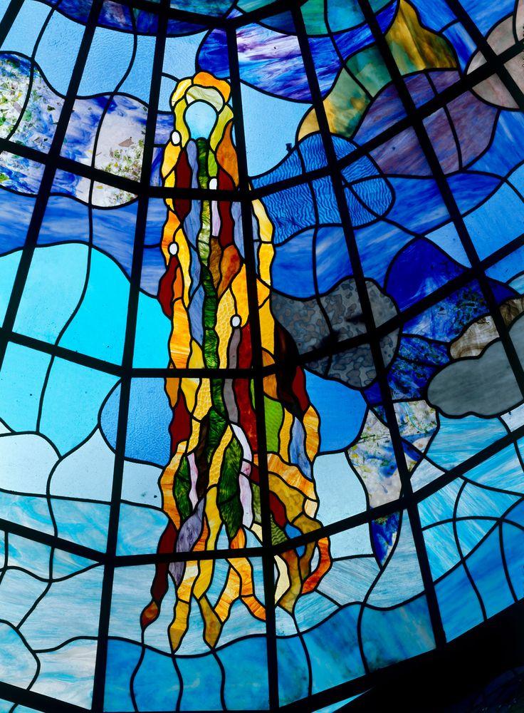 detalle de las vidrieras del patio central de la casa lis