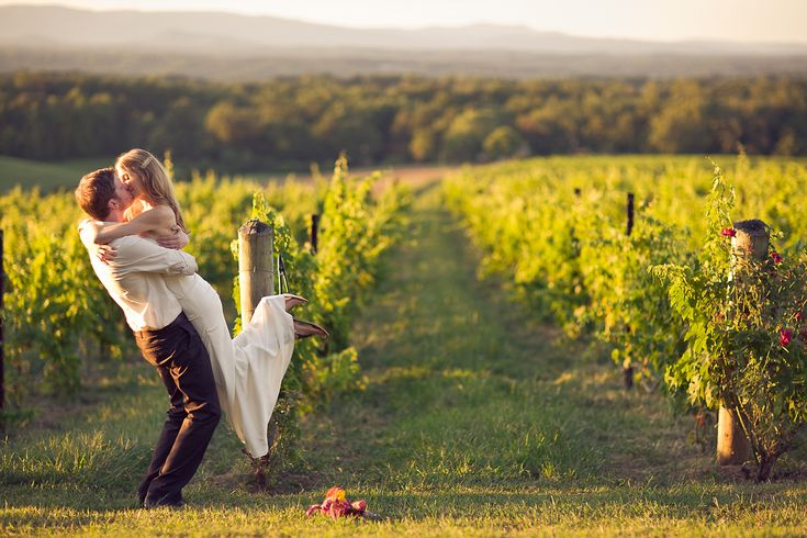 Laurie and Adam got married at the beautiful Raffaldini Vineyards. If you haven't seen Tuscany in person, the next best thing is this place!