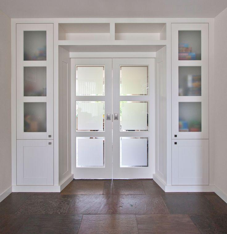 Corne de Keukenspecialist heeft het ontwerp 3D rendering en realisatie voor deze moderne kamer-en-suite gerealiseerd. Toegepast : MDF voorzien van meubellak