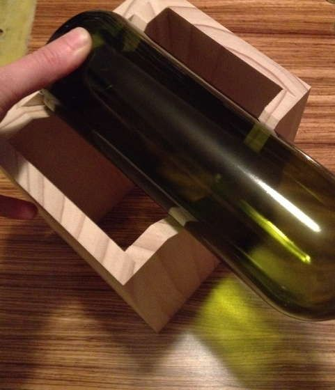Build a jig to cut wine bottle drinking glasses for 12 for Glass cutter for wine bottles