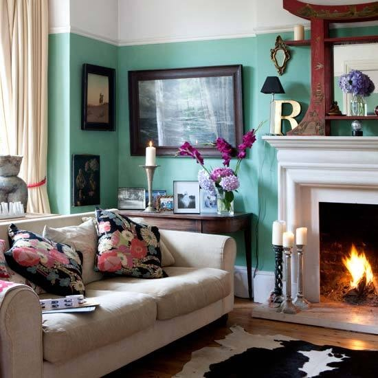 I really love the color of the walls here. Makes me want to repaint my bedroom and get it this color! I think I am in love with Farrow and Ball's paint and wallpaper