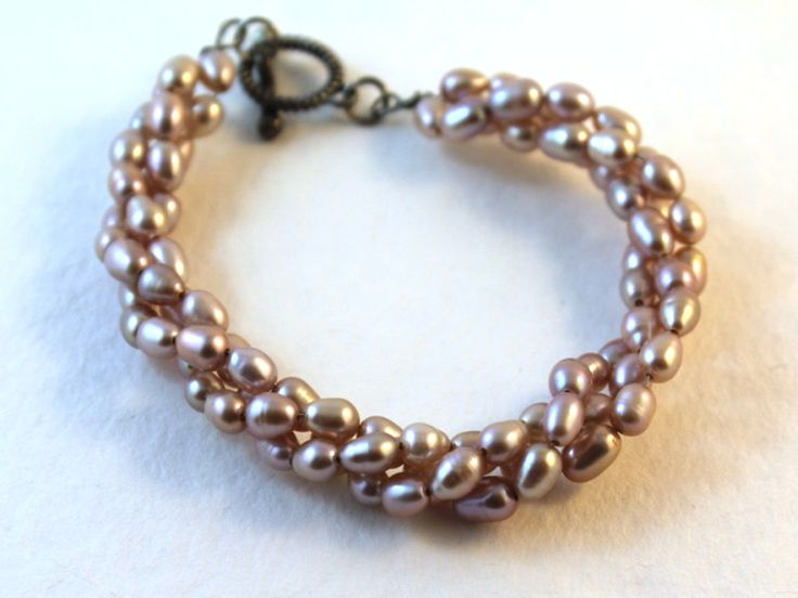 Love this pretty pink pearl bracelet.
